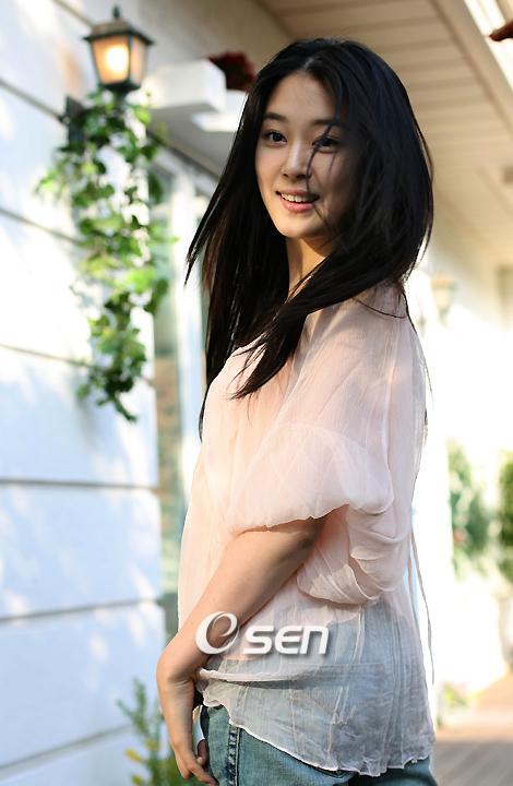Han Ye In2
